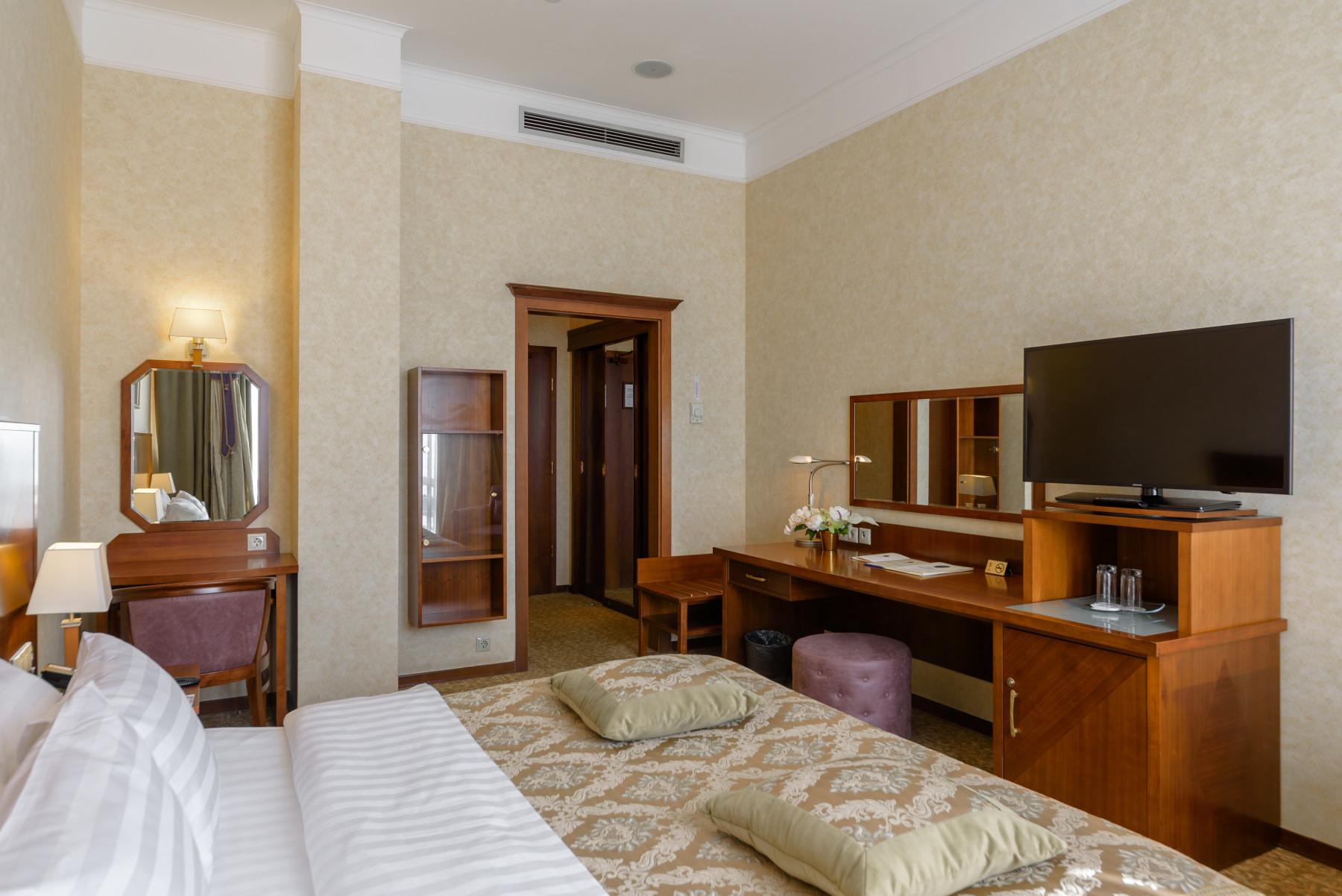 Club Standard King Room